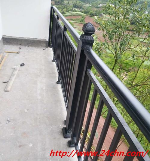 结实的锌钢护栏材质材料,护栏安装现场图