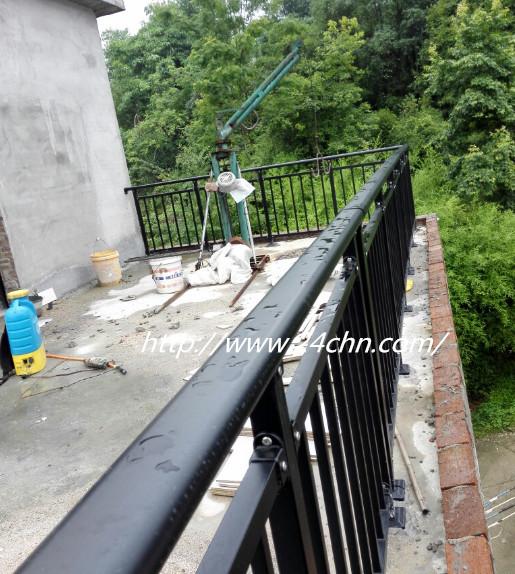 锌钢护栏安装现场图